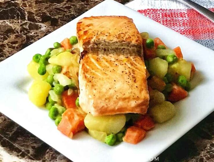 The best salmon recipe for busy weekday lunches and dinner; this quick and easy pan seared salmon recipe is healthy, easy to make, and delicious.