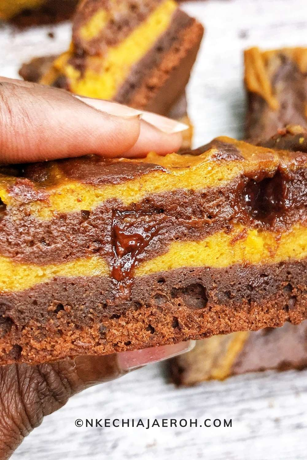 These healthier extra fudgy brownies are made with real homemade pumpkin purée. Good to know that these pumpkin brownies do not have refined sugar!