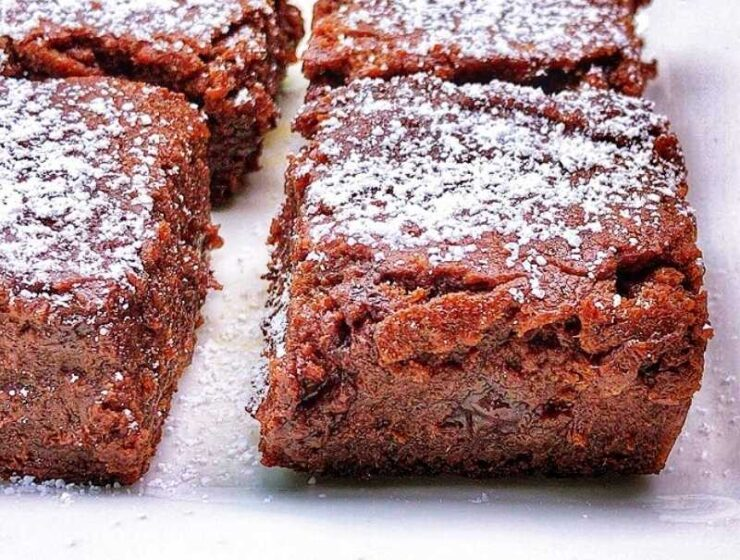Sprinkles or no Sprinkles, toppings or no toppings. A little sprinkle of powdered sugar alternative can go a long way to make these vegan brownies unbelievable!