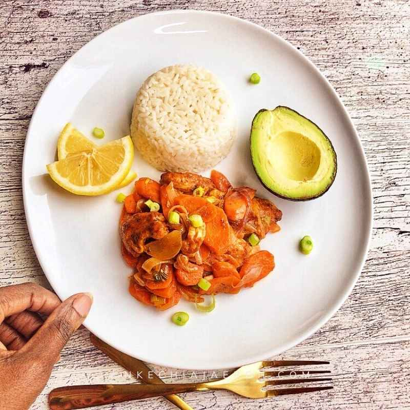 Nigerian chicken stir-fry with white rice and avocado