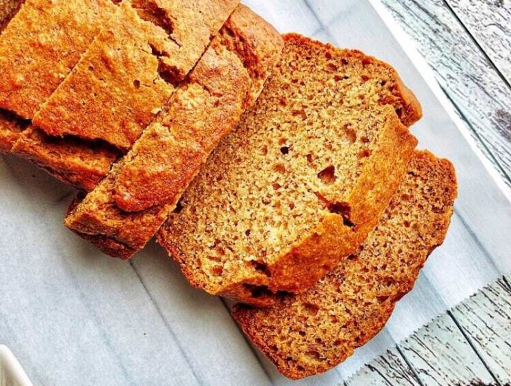 How to make the best banana bread with whole wheat and honey. This recipe is easy to follow.