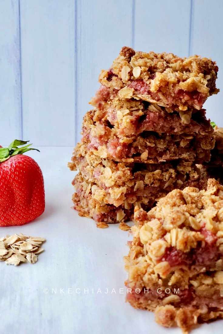 Freshly made strawberry sauce for making a healthy and delicious strawberry bar like this one.
