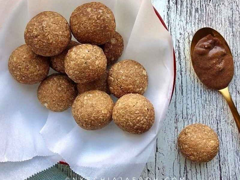 These healthy, ripe plantain energy balls are vegan, gluten-free, paleo-friendly, low carb, sugar-free, sweet, savory, and insanely delicious. Relatively these healthy protein bites require only three main ingredients; you can make these babies with your eyes closed. These paleo energy balls are here to stay!
