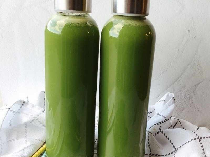 There are several benefits of celery juice, and doing a celery juice cleanse can unlock them for you! A celery juice cleanse is a natural detox that can help you maintain your digestive health, blood pressure, blood sugar, flush out fats in the liver, improve your bone health, and help maintain your overall health. Naturally detoxing your body with celery juice cleanse (or juicing in general) is an excellent clean eating habit to emulate.