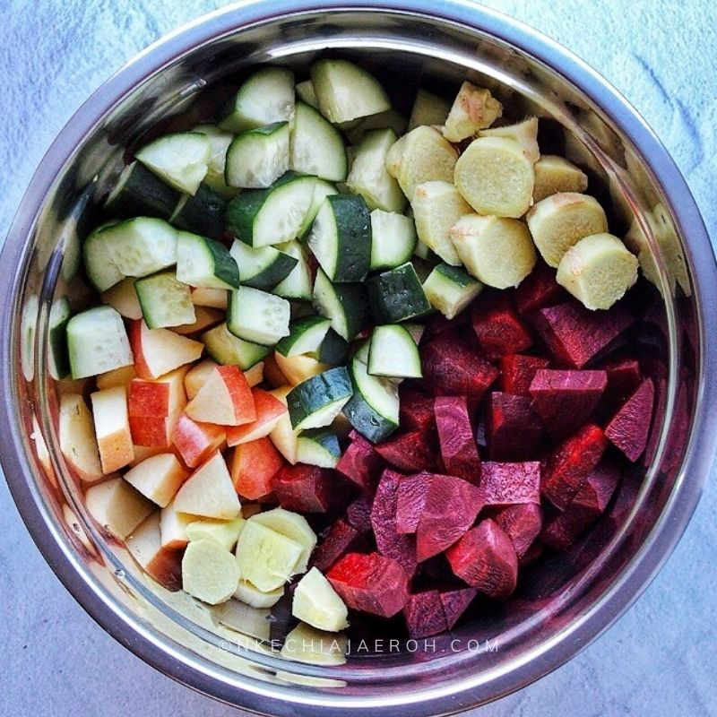 Cut/chopped beets, apples, cucumber, ginger, and lemon