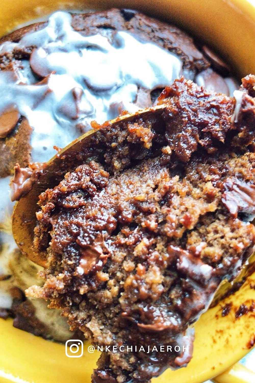Making baked oatmeal is easy and requires only two steps - blend, bake, and enjoy! This recipe makes for a wholesome breakfast, or dessert everyone member of your family will love. Top this with a little yogurt, icing, more melted chocolate, or any nut/seed spread of choice to get the best out of it! #bakeoats #TikTokhack #bakedoatmeal #oatmeal #healthybreakfast #oatcake #tikTokrecipe