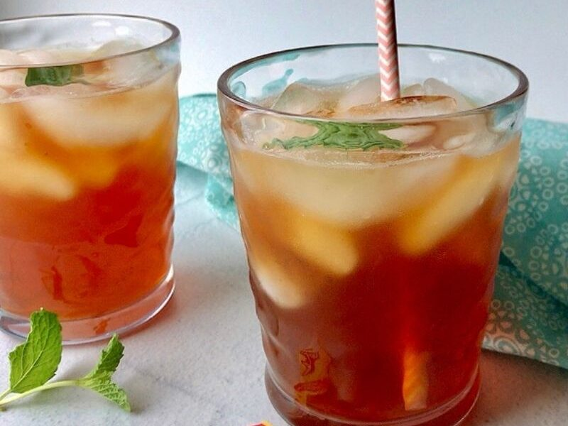 Refreshingly bold and crisp homemade sweet tea recipe made with black tea and a hint of honey and served over ice! Best sweet iced tea.