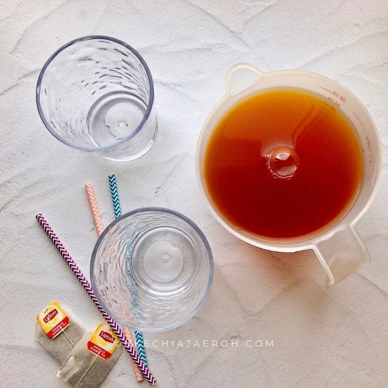 The ingredients for making this recipe include Lipton tea (black tea), water, honey and ice.